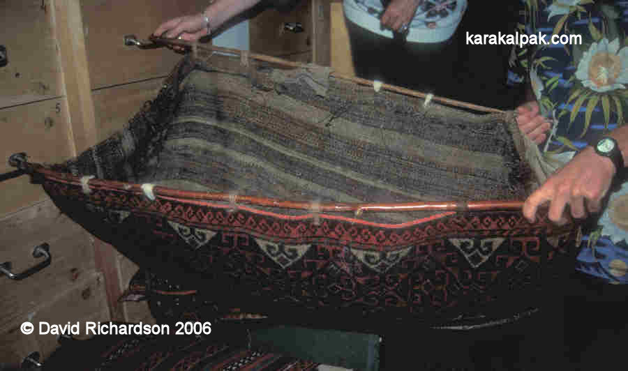 A complete Karakalpak qarshin made from an esikqas
